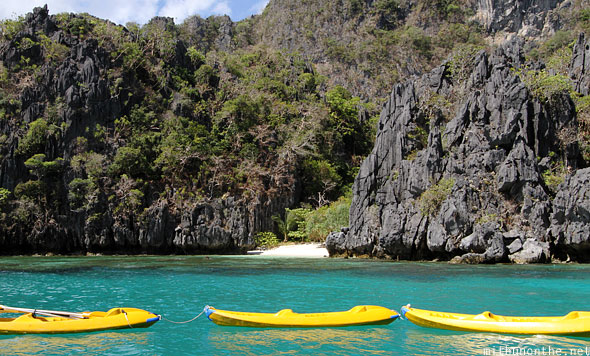 El Nido Miniloc island small beach kayaks Palawan Philippines