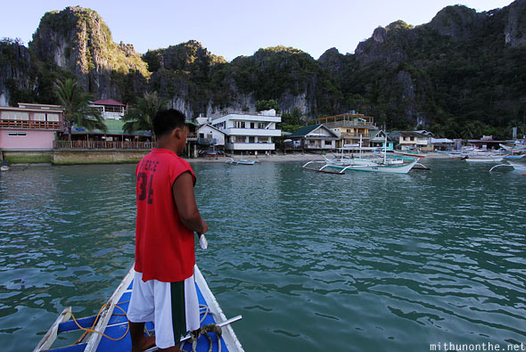 El Nido tour boat arriving Art Cafe Palawan Philippines