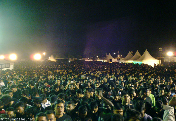 Metallica Bangalore concert crowd leaving
