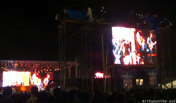 Metallica members on screen Bangalore concert