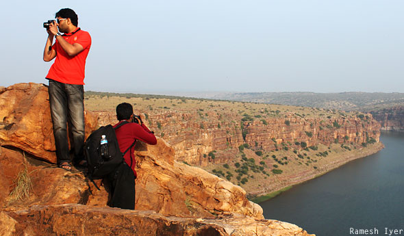 Anand Mithun taking photos Gandikota gorge
