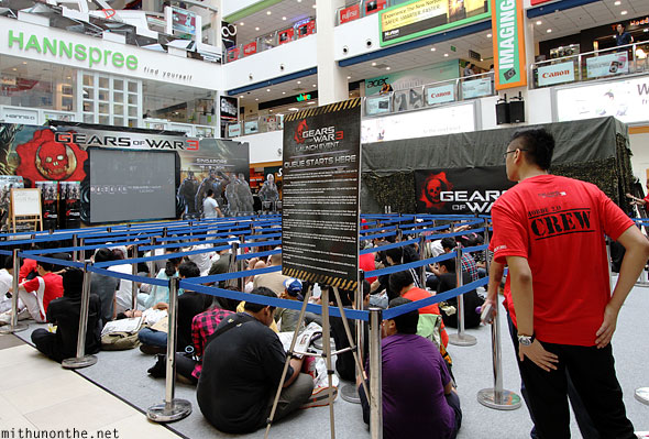 Gears of War 3 launch Singapore