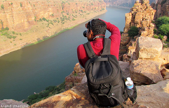 Mithun Divakaran taking photo Gandikota gorge