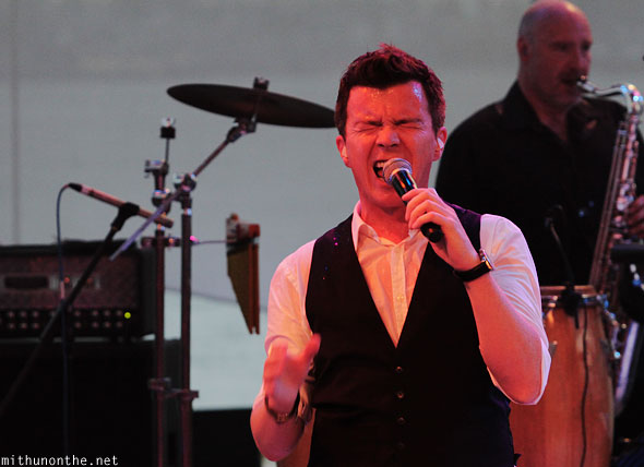 Rick Astley singing Singapore F1 grand prix concert