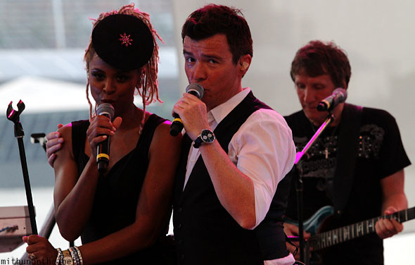 Rick Astley with back up singer Singapore concert