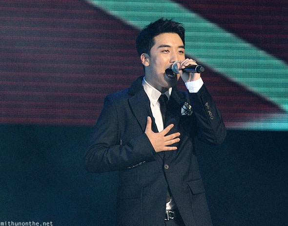 Seungri singing Singapore F1 concert