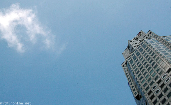 Singapore blue sky cloud UOB building