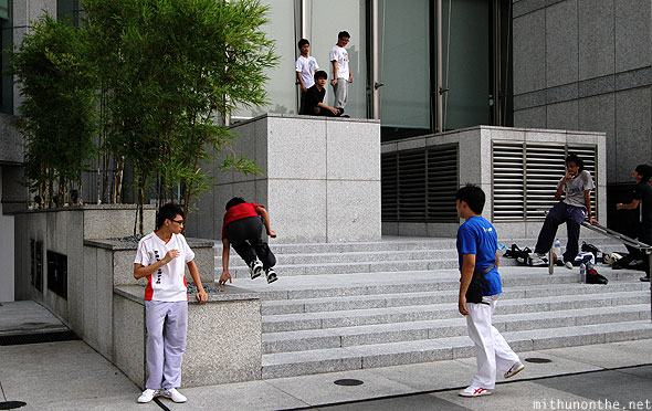 Singapore boys parkour jumps Marina Bay