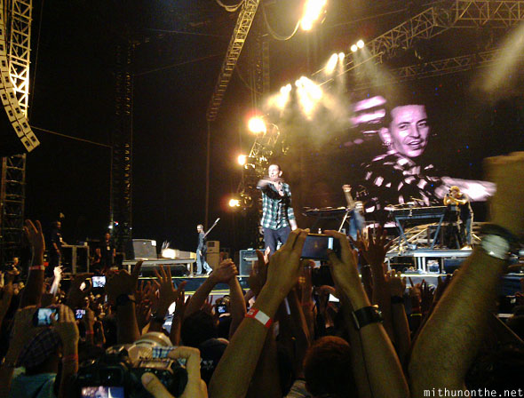 Chester Bennington end of concert Singapore