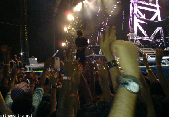 Rob Bourdon handing out drumsticks Linkin Park concert