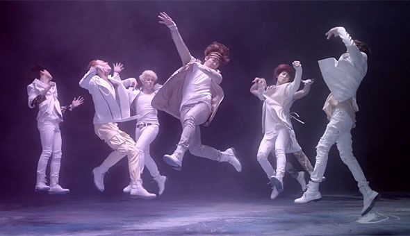 U-Kiss DoraDora members jumping