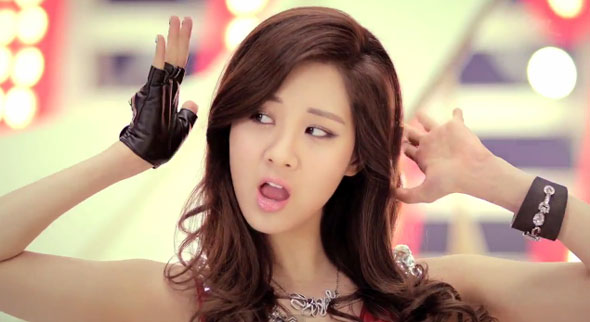 Seohyun looks like Yuri Twinkle mv screencap