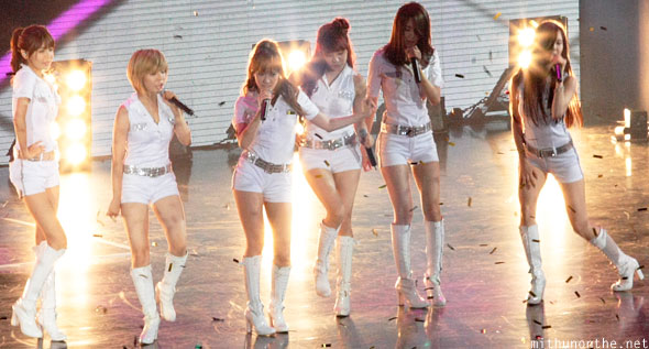 SNSD lights Macau concert
