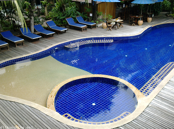 ChabaHut resort Pattaya pool
