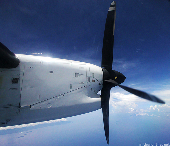 DHC 8-300 engine fan freeze frame