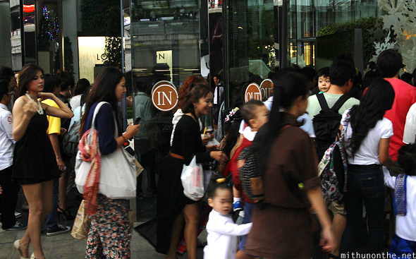 Thai women rushing into Siam Paragon