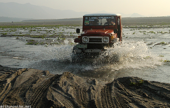 4x4 jeep Land Rover Mt. Pinatubo tour