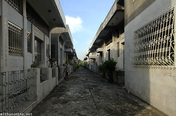 Manila Chinese cemetery alley