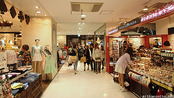 Shibuya 109 women fashion stores