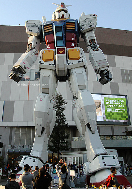 Gundam statue Diver City Odaiba Japan